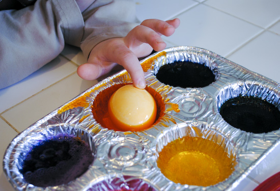 Easy Easter Egg Dying in Muffin Tins