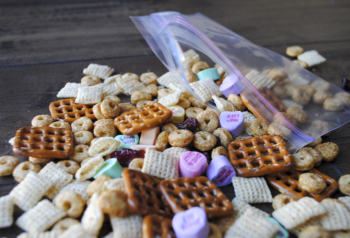 Valentine's Day Snack Mix with Free Printable Bag Toppers_3