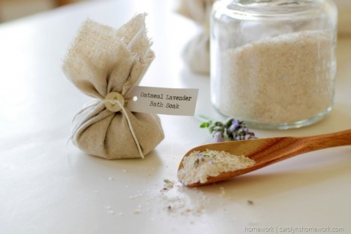 Oatmeal-Lavender-Bath-Soak-via-homew[6]
